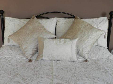 Bed 2 R